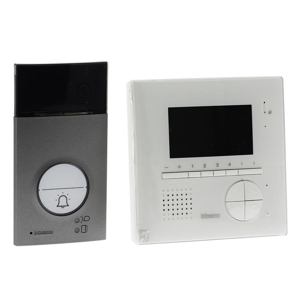 Kit vivavoce monofamiliare: videocitofono  Classe 100V12E + pulsantiera LINEA 3000