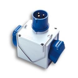 Adattatore  da s.CEE blu a 2p.CEE blu IP44