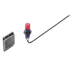 Sensori cilindrici Ø 18mm per impieghi generali - Alim. 12/24 VDC, IP67   ,Retroreflective, 2m, Impulso BUIO, PNP, M12  filtro polariz. senza catarif.